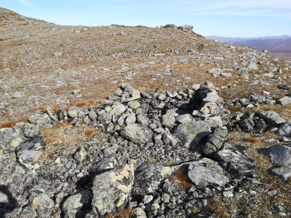 Muret fangstgrop for rein på Oskampen i Vågå